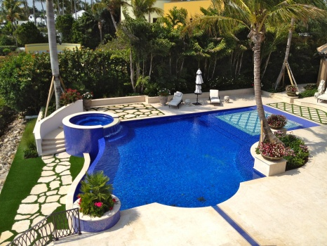 Artificial Grass Near Pool