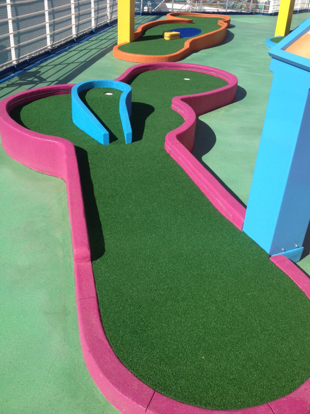 Southwest Greens Installs Mini Golf Course On Carnival Sunshine Artificial Grass Amp Turf
