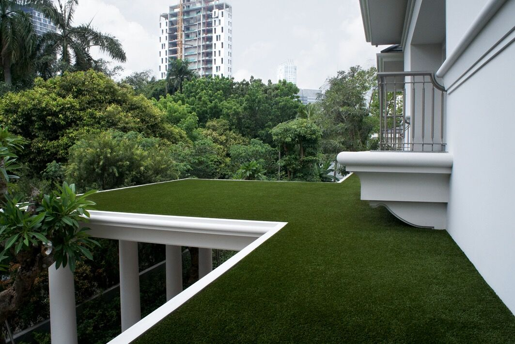 Who offers fake grass in Miami?
