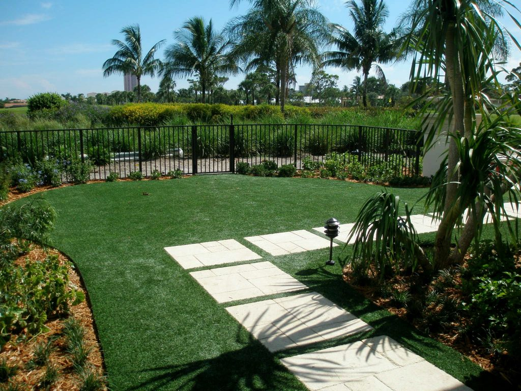 Who offers artificial turf in Fort Lauderdale?
