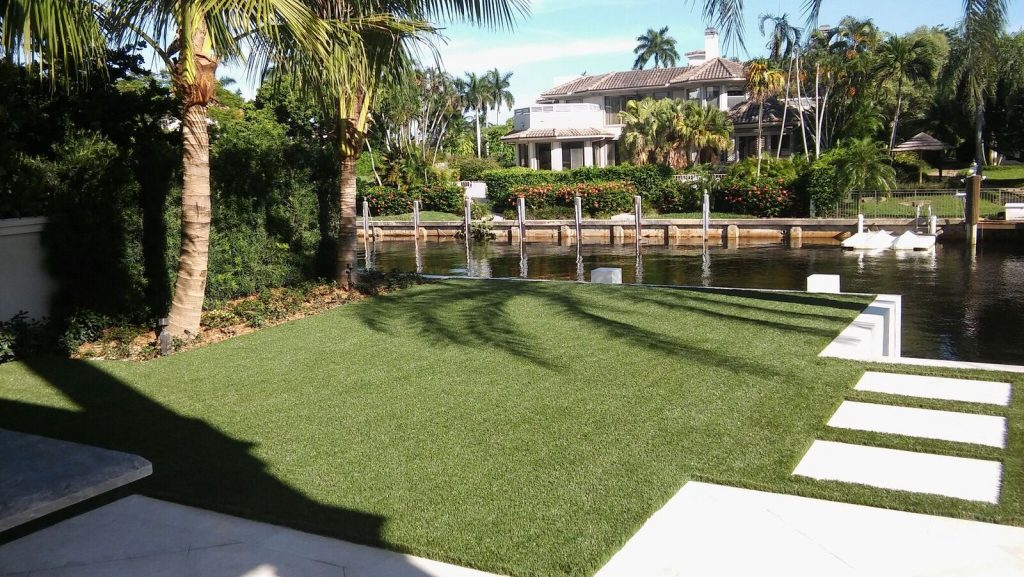 What are the benefits of artificial grass in Miami?